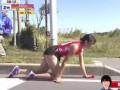Бегунья во время марафона сломала ногу, но доползла до финиша на четвереньках