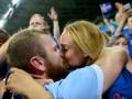 Девушка дня: Утеха полузащитника сборной Исландии