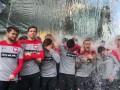 Футболисты сборной Польши облились водой из экскаватора