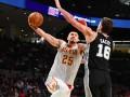 Украинцы в НБА: Лень помог Атланте выиграть матч, Михайлюк сделал ассист за Лейкерс