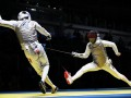 Французский фехтовальщик выронил смартфон во время поединка на Олимпиаде