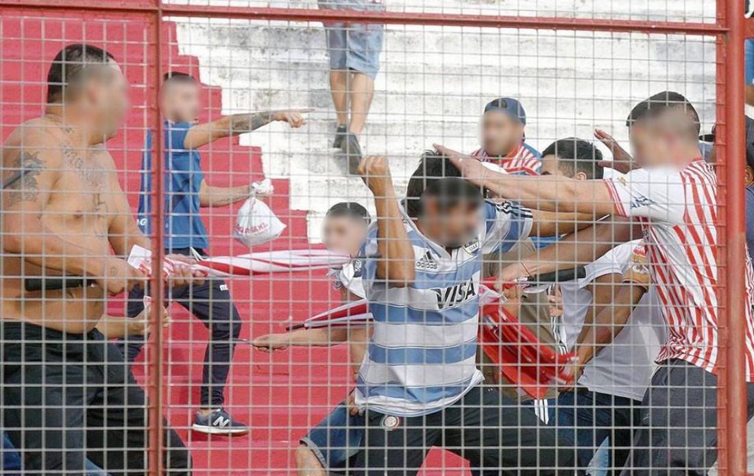 В Аргентине арестовали более 100 человек за драку на стадионе