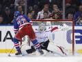 НХЛ: Вашингтон по буллитам обыграл Рейнджерс, Ванкувер всухую уступил Вегасу