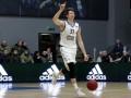 Украинский баскетболист эффектно попал в кольцо через весь зал