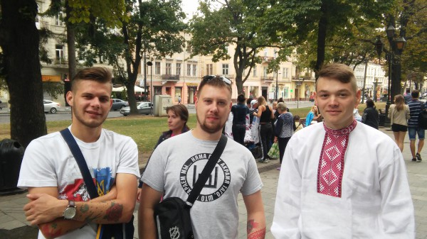 Фанаты сборной Беларуси, Сергей крайний справа