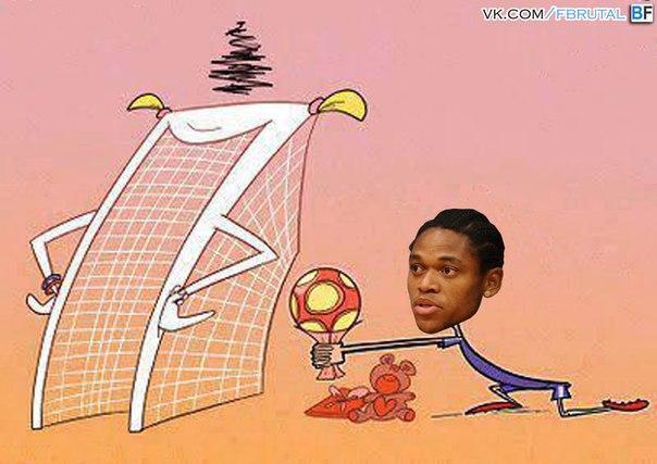 Луис Адриано приподносит подарок футбольным воротам