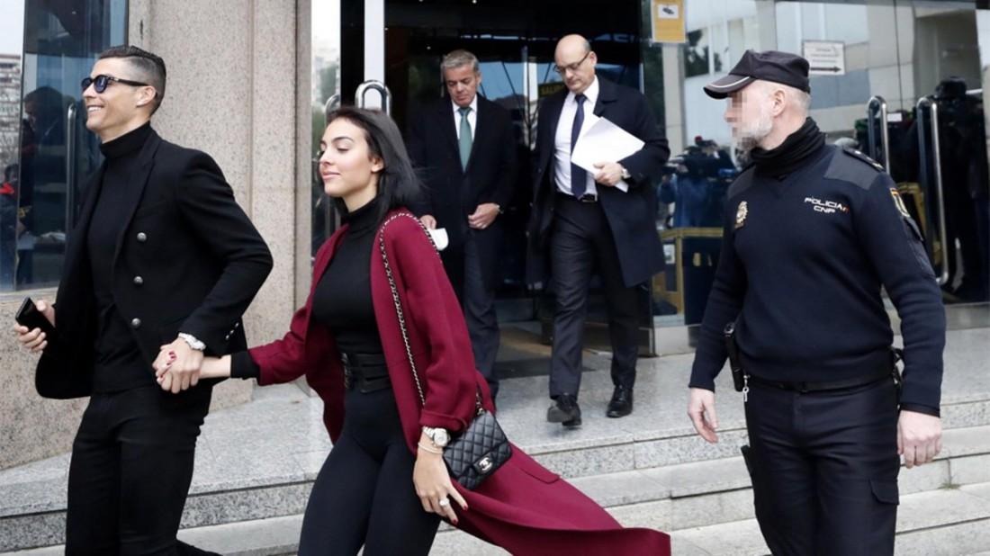 Криштиану Роналду и Джоржина Родригес покидают здание суда