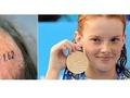 Отец Чемпионки мира по плаванию вытатуировал на лысине рекордное время дочери
