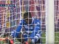 Эпичный промах: Футболист не смог забить с линии ворот