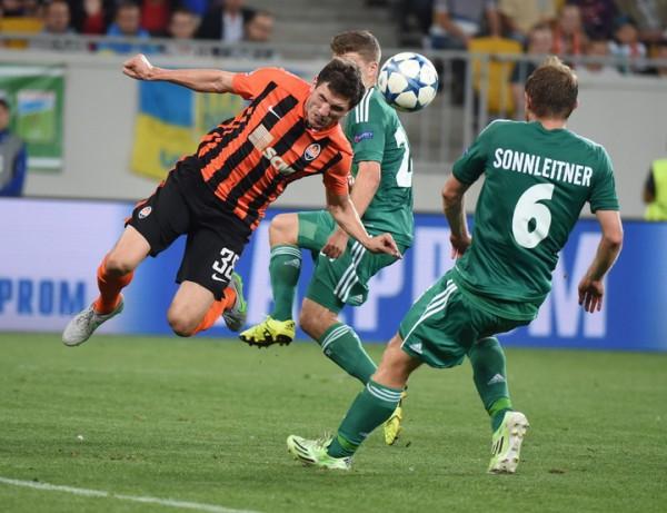 Сергей Кривцов во время матча с Рапидом