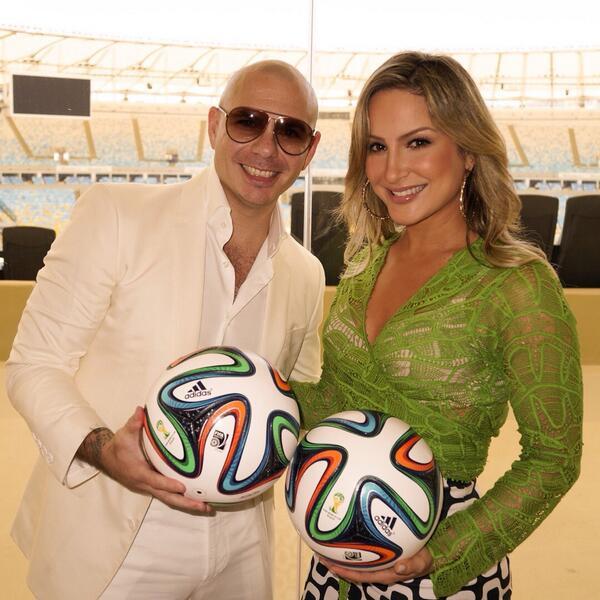 Pitbull и бразильская певица Клаудия Лейте споют гимн чемпионата мира