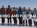 Лыжный футбол: Экстремалы устроили забаву на заснеженном спуске