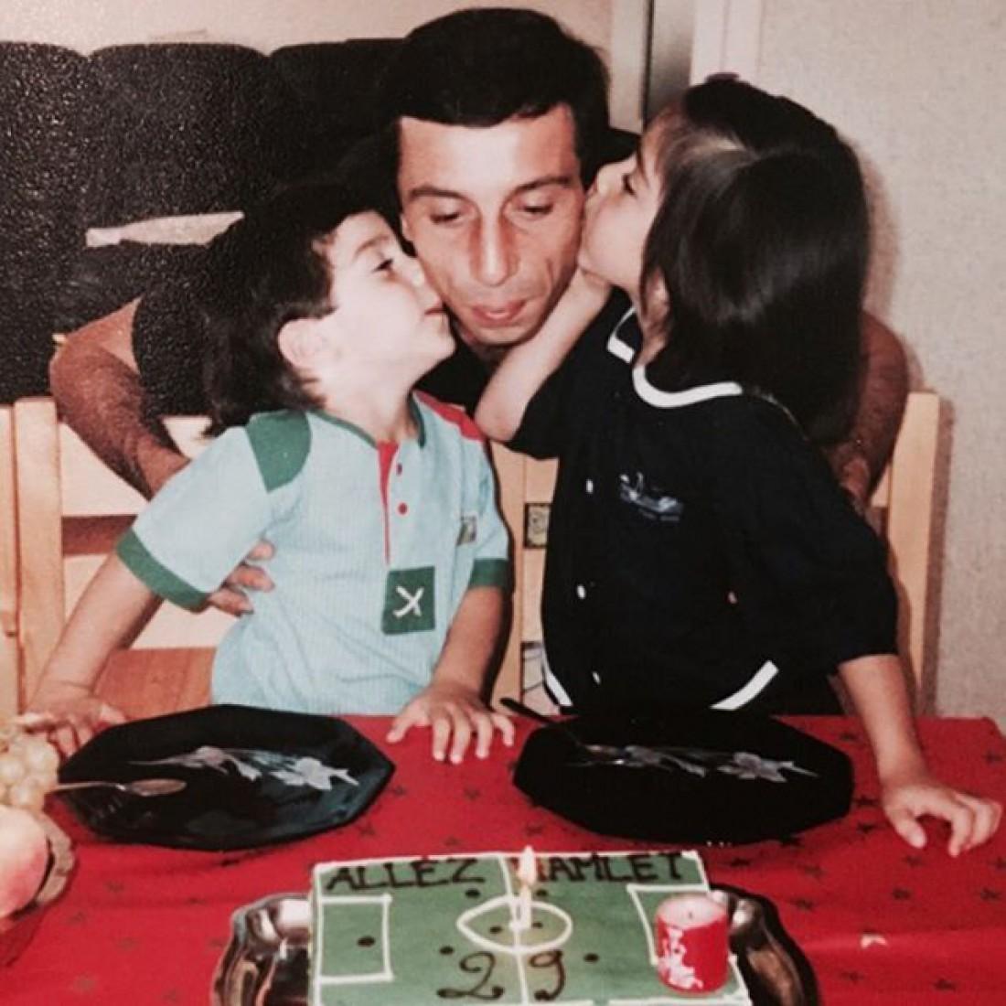 Мхитарян с сестрой и отцом