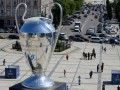 В Киеве установили гигантский кубок Лиги чемпионов