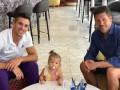 Наставник Атлетико вместе с женой и дочкой поздравил сына с дебютным голом в сезоне