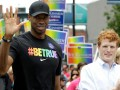 Профессиональный баскетболист вышел на гей-парад