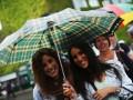 Пока небо плачет: Матчи на Уимблдоне прервал сильный дождь (фото)