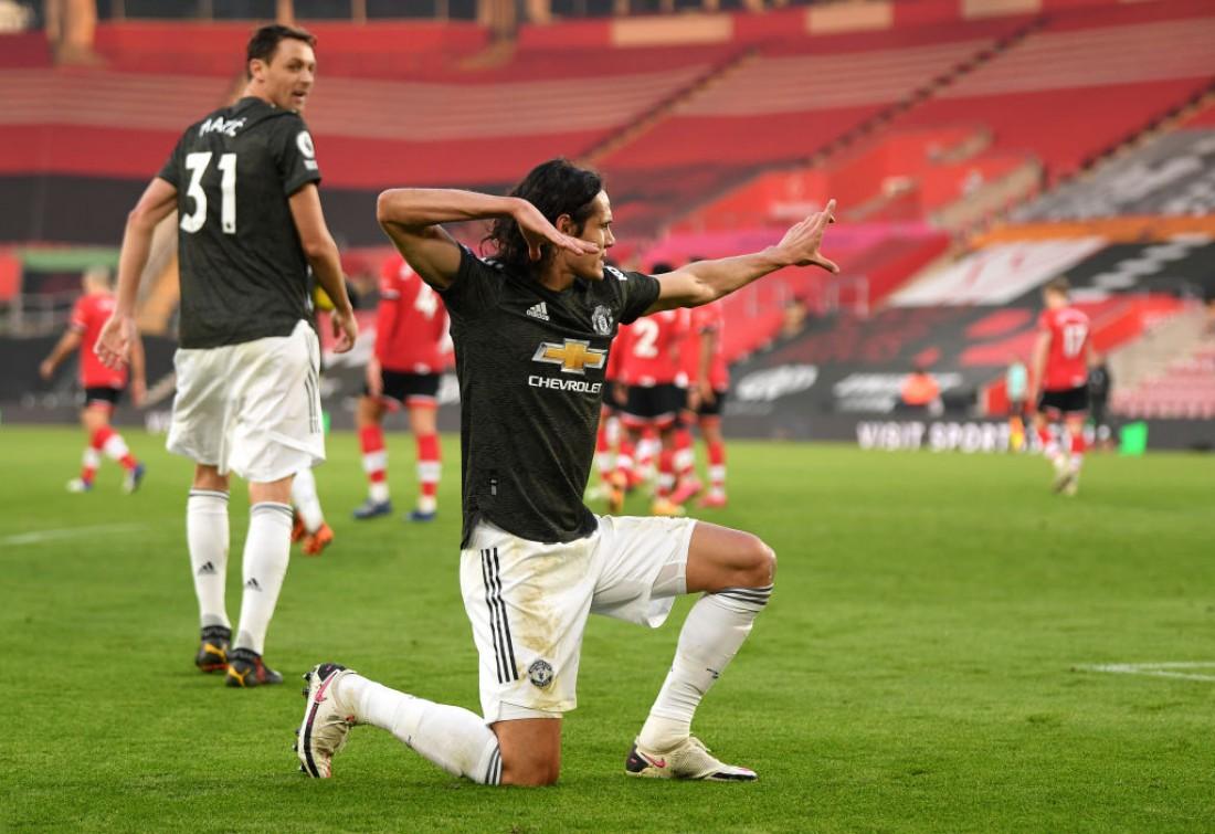 Эдинсон Кавани празднует гол в ворота Саутгэмптона