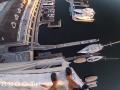 Экстремал сиганул без страховки в воду с 40-метрового здания