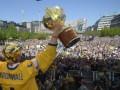 20 тысяч шведов пришли поздравить свою сборную с победой на ЧМ по хоккею (ФОТО)