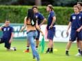Футболист отказался играть, пока его жену не начнут пускать на тренировки