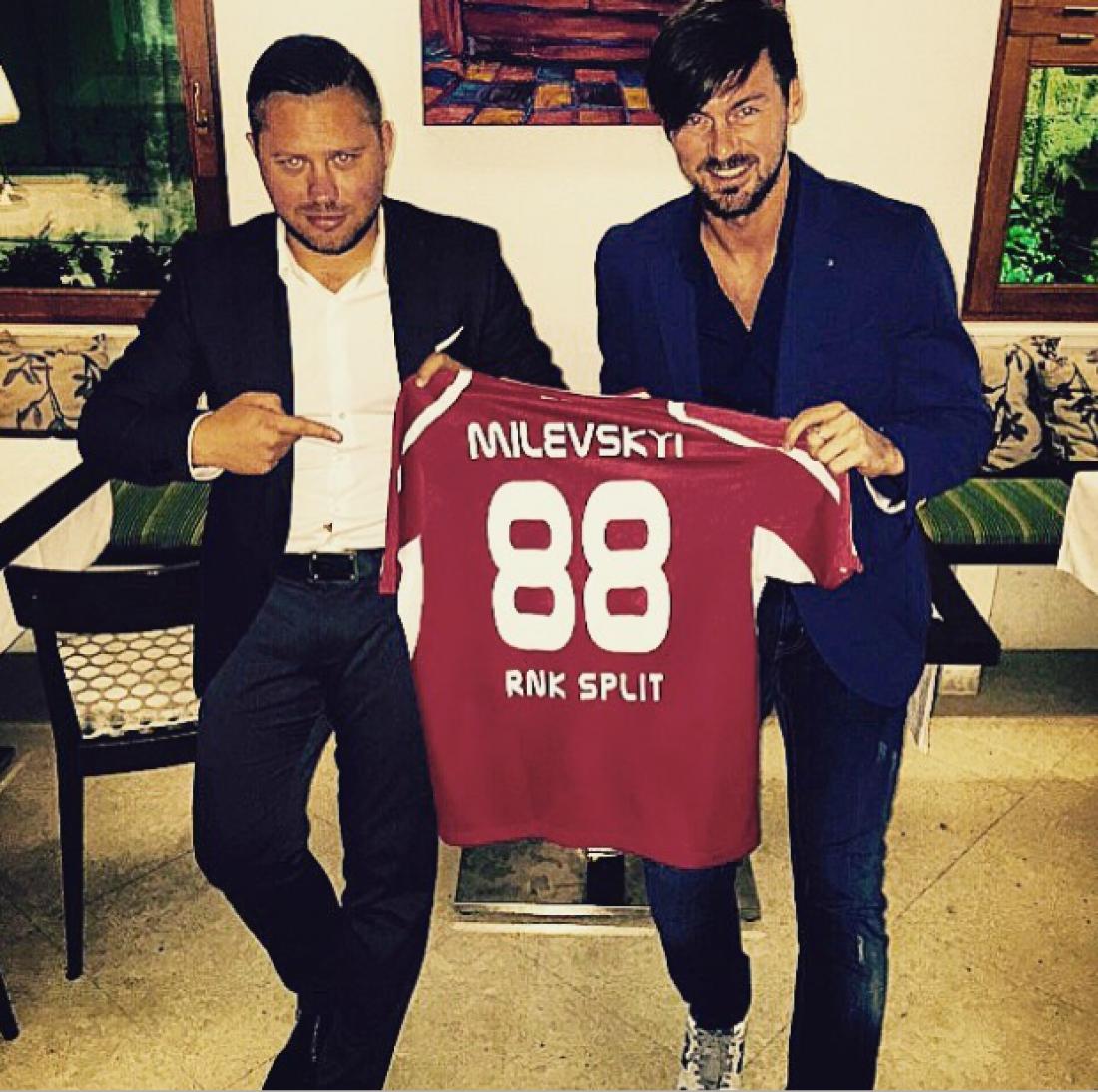 Артем Милевский выставил свою футболку на аукцион
