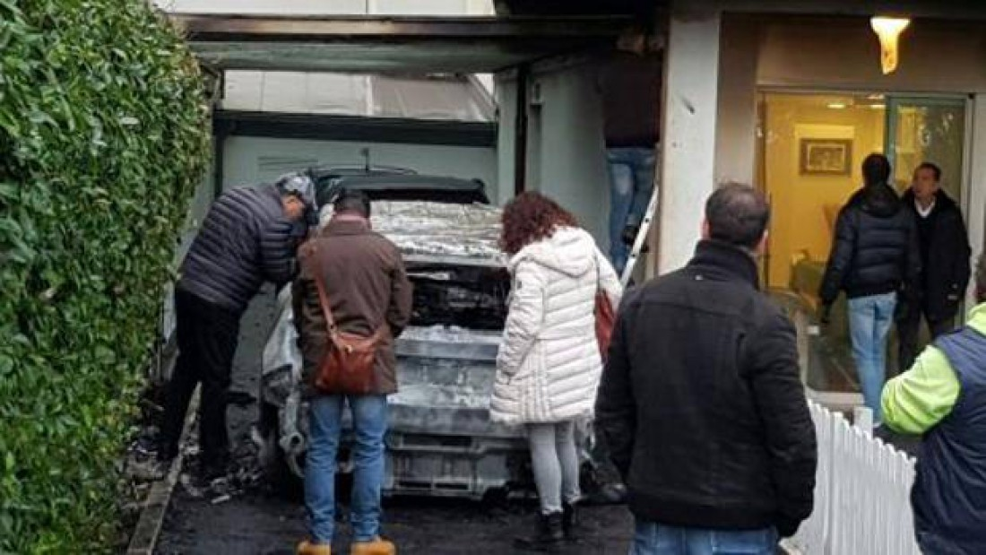 Неизвестные подожгли президенту «Пескары» два автомобиля