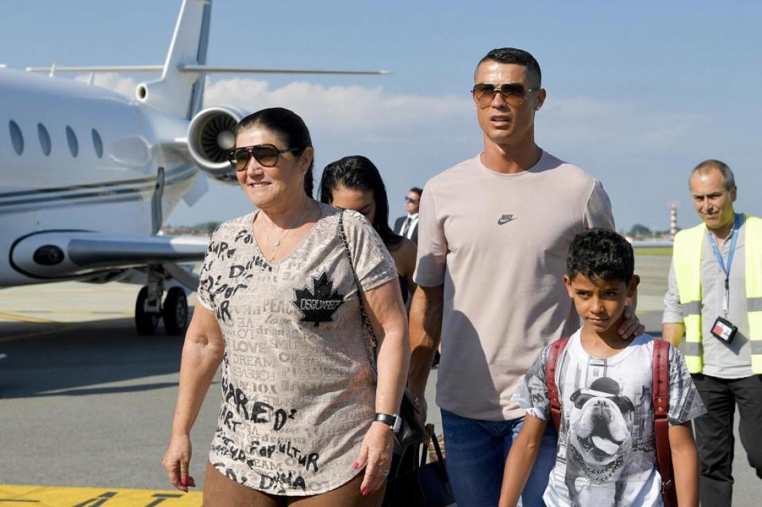 Криштиану Роналду с матерью и сыном