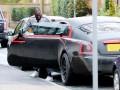 Лукаку сгонял в магазин за зубной пастой на красно-черном Rolls-Royce