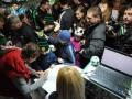 Футболисты Ворсклы устроили автограф-сессию с фанатами (ФОТО)