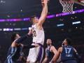 НБА: Лейкерс потерпел поражение от Мемфиса, Портленд в овертайме обыграл Даллас