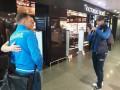 Болельщик набрался смелости и попросил Шевченко сфотографировать его с Ярмоленко