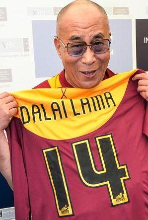 В июле 2011-го года Далай-лама получил от Брэдфорда футболку с 14-м номером