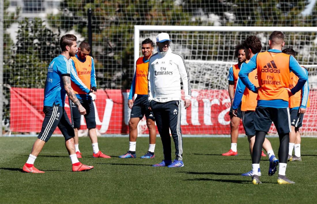 Зинедин Зидан с игроками Реала