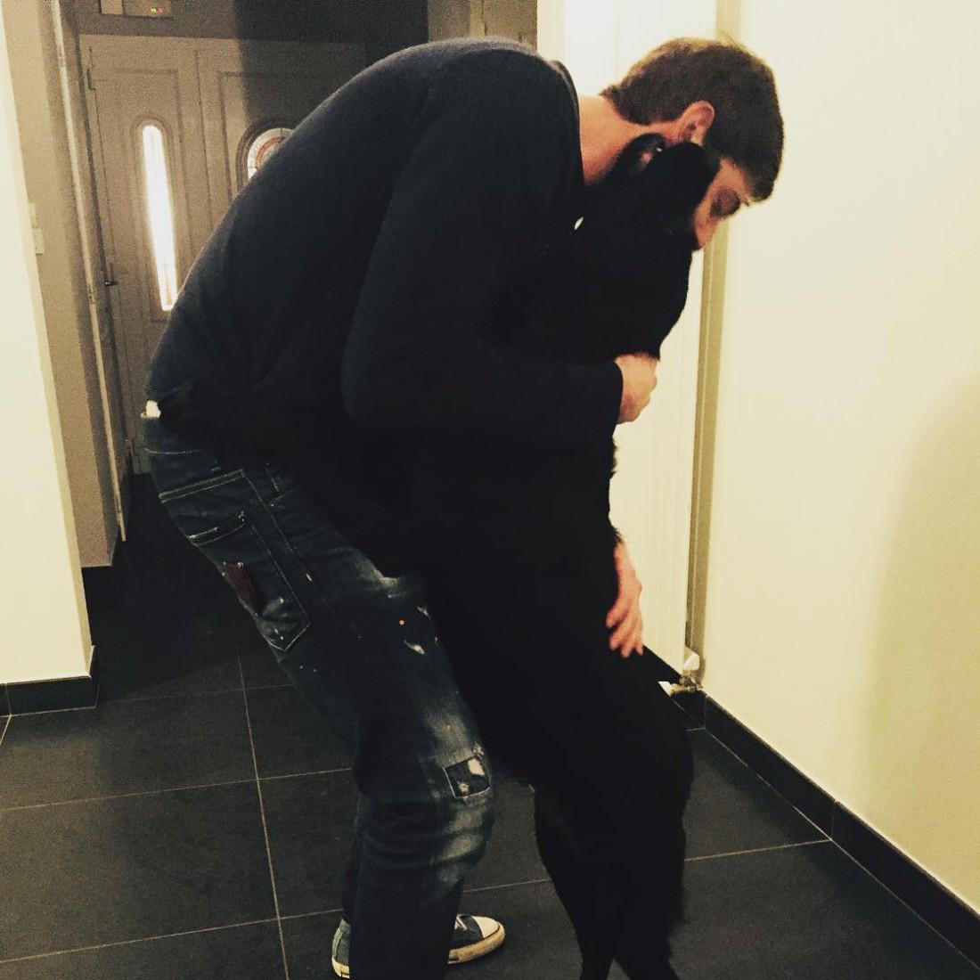 Эмилиано Сала вместе со своей собакой