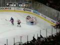Хоккейное чудо. Вратарь Нью-Джерси демонстрирует невероятный сейв пяткой