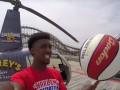 Баскетбольный шоумен реализовал бросок из вертолета