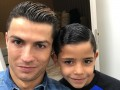 Роналду сделал своему сыну фирменную прическу