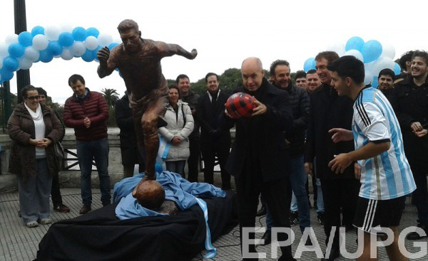 В Буэнос-Айреса установили памятник Месси