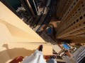 Безумный паркур экстремала на высоте 43-го этажа