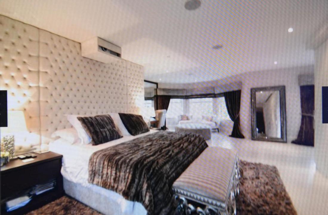Санчес выставил свой дом на продажу