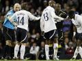 Матч Тоттенхэма и Болтона отменен после того, как футболист потерял сознание прямо на поле
