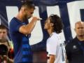 Американский футболист во время матча поиздевался над соперником из-за его роста