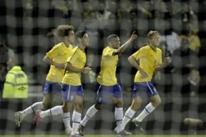 Бразилия открывает счет