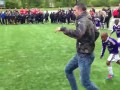 Форвард МЮ своими финтами преподал детям урок футбола