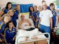 Футболистки сборной Украины проведали раненых солдат (фото)