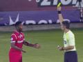 Игрок вытер бутсу о ногу арбитра и получил желтую карточку в матче чемпионата Греции