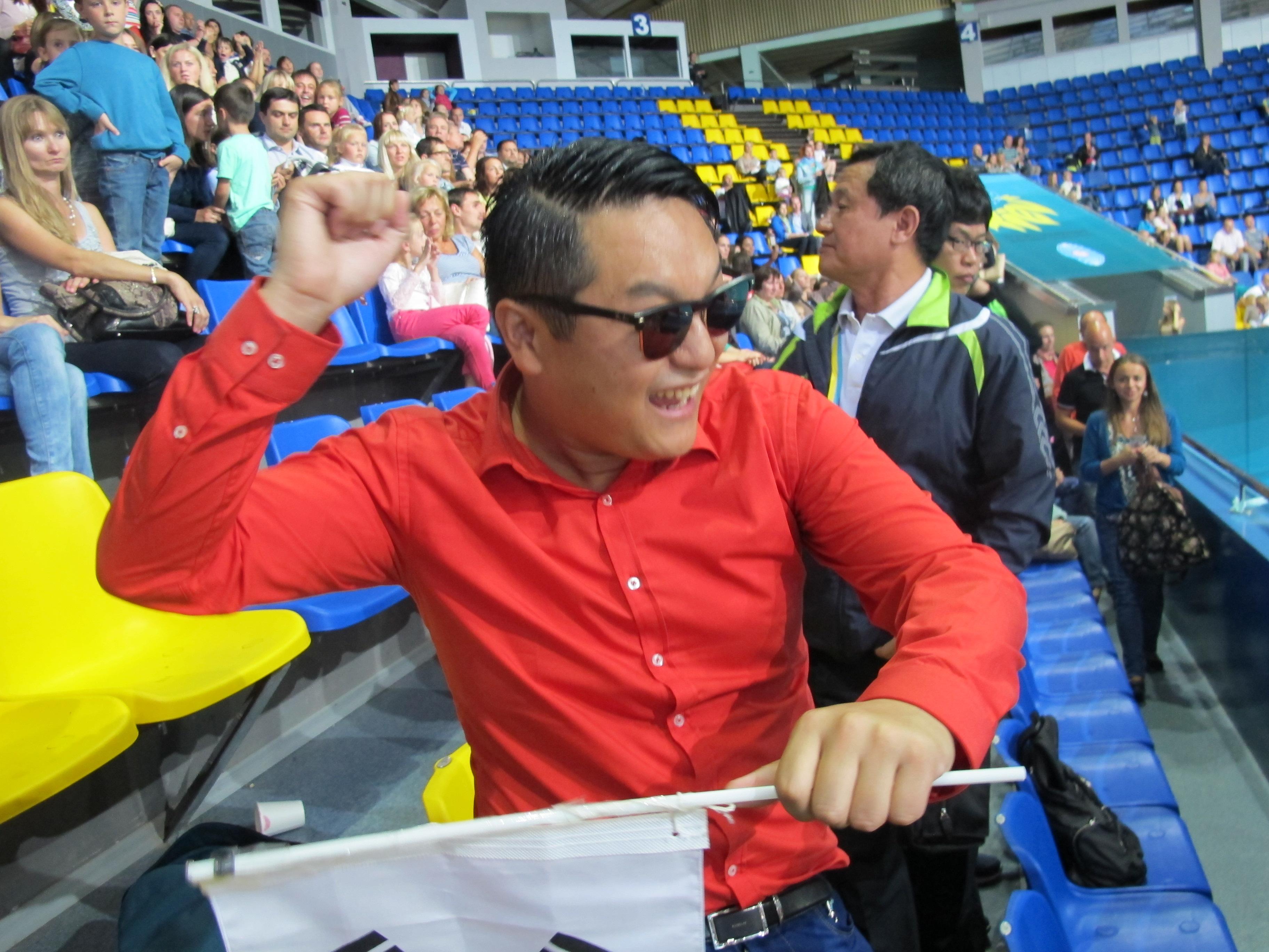 Двойник PSY на чемпионате мира по художественной гимнастике