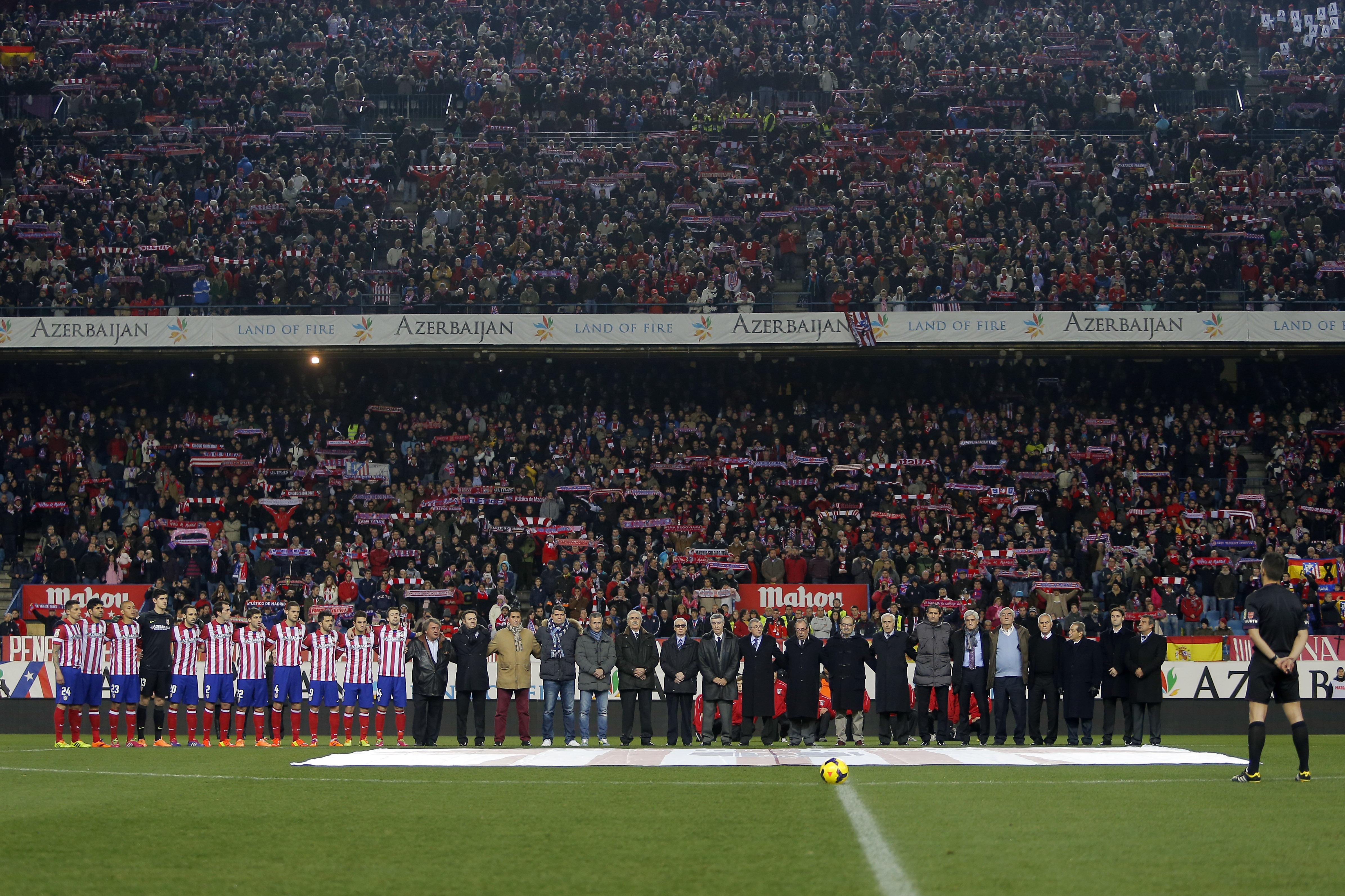 Нынешние и бывшие игроки Атлетико почтили память Луиса Арагонеса