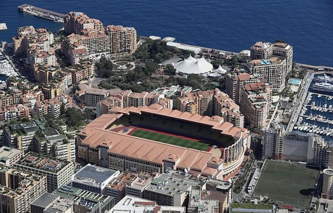 Стадион, переименованный в честь Дидье Дешама (поле справа от большой арены)